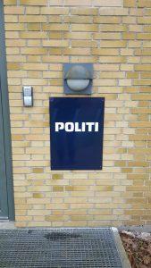 Skilt til Politi